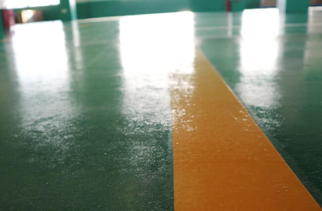 紙ストロー工場の床の写真(食品工場と同レベルの品質)
