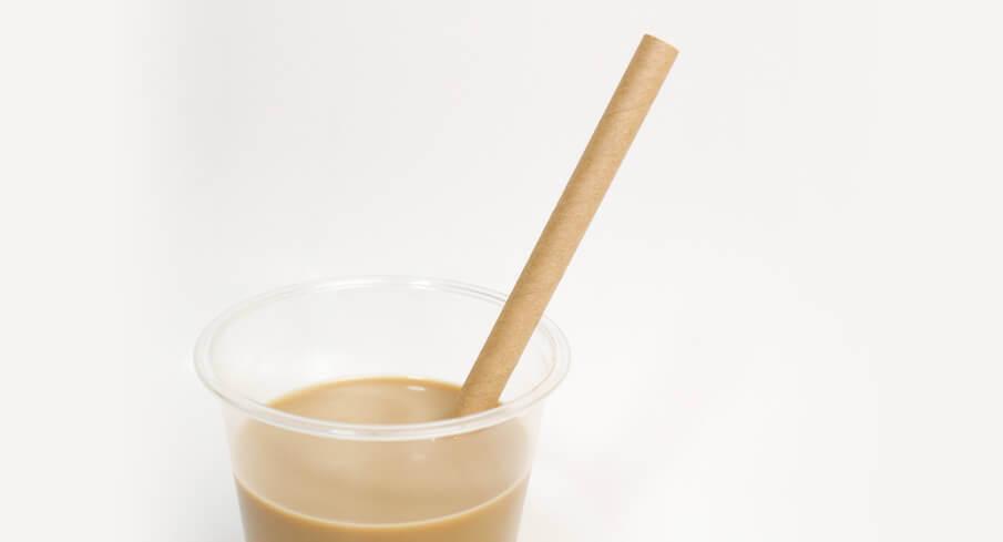 コップに入れた茶色のミニ紙ストロー